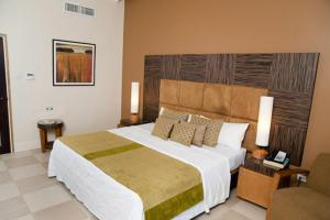 A bed or beds in a room at Island Inn Hotel All-Inclusive