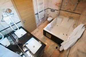 A bathroom at Hotel San Antonio
