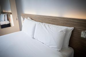 A bed or beds in a room at Travelodge Limerick