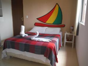 A bed or beds in a room at Pousada Jangada