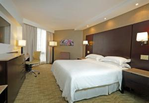 A bed or beds in a room at Sheraton Grand Panama