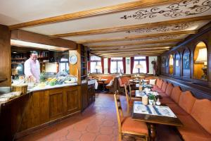 A restaurant or other place to eat at Le Petit CHARME-INN