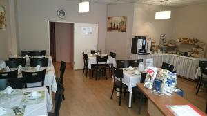 Ein Restaurant oder anderes Speiselokal in der Unterkunft City Hotel Gotland