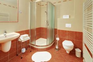 A bathroom at Penzion Harmonie