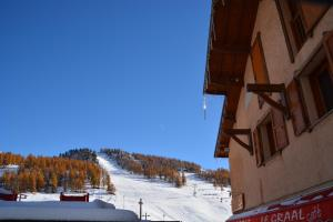 Hôtel Alpis Cottia during the winter