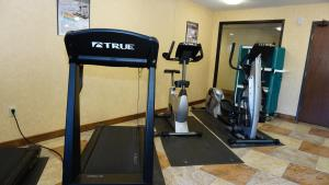 The fitness center and/or fitness facilities at Baymont by Wyndham Arlington At Six Flags Dr