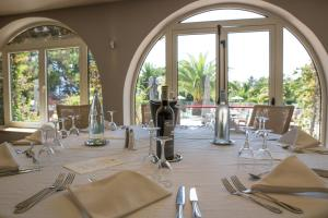 A restaurant or other place to eat at Hôtel Campo Dell'oro