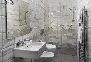 A bathroom at The Art House
