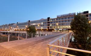 A balcony or terrace at Eurostars Zaragoza