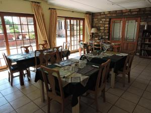 A restaurant or other place to eat at Savanna Guest Farm