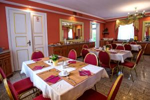 A restaurant or other place to eat at Hotel Adalbertus