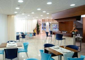 A restaurant or other place to eat at Hotel Murrieta