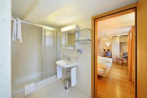 Ein Badezimmer in der Unterkunft Gasthaus Paxmontana