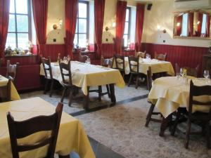 A restaurant or other place to eat at Hotel Restaurant in den Hoof