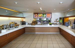 A restaurant or other place to eat at Holiday Inn Express Stevenage, an IHG Hotel