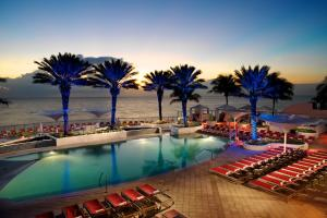 The swimming pool at or near Hilton Fort Lauderdale Beach Resort