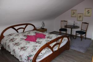 Ein Bett oder Betten in einem Zimmer der Unterkunft Alb-Stube
