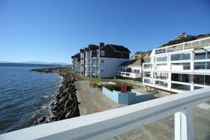 A balcony or terrace at Tides Inn & Suites