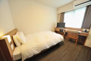 A bed or beds in a room at Dormy Inn Express Meguro Aobadai Hot Spring