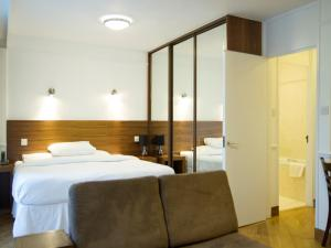 A bed or beds in a room at Presidential Marylebone / Mayfair