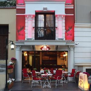 Ein Restaurant oder anderes Speiselokal in der Unterkunft Divalis Hotel