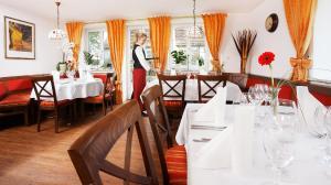 A restaurant or other place to eat at Landgasthof Löwen