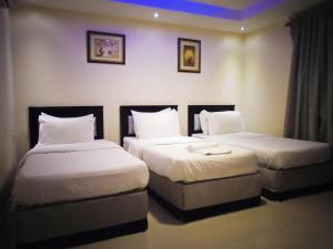 Cama ou camas em um quarto em مساكن النايفات للوحدات السكنيه المفروشه