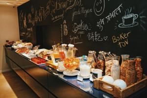 Opções de café da manhã disponíveis para hóspedes em Bê Hotel