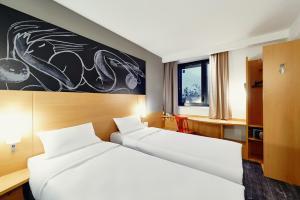 Кровать или кровати в номере Ибис Красноярск Центр