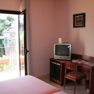 A television and/or entertainment center at Hotel Sant Quirze De Besora
