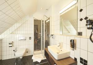 A bathroom at Hotel Hauser Boutique