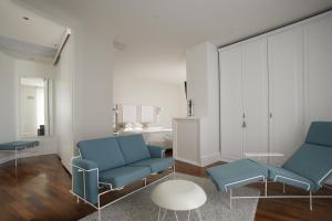 A seating area at Hotel Delle Nazioni