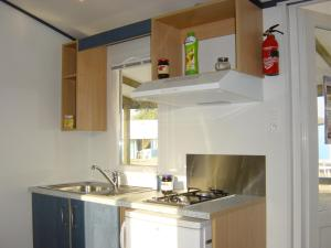A kitchen or kitchenette at Camping Arquebuse