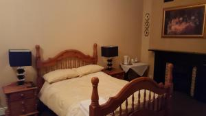 A bed or beds in a room at Locomotion Hotel