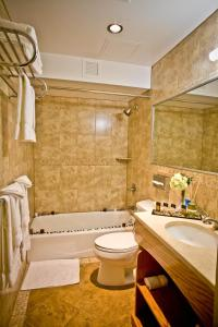 A bathroom at Hotel Mulberry