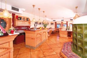 A kitchen or kitchenette at Hotel Villetta Maria Cottage