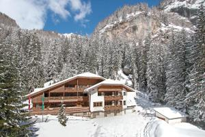 Hotel Villetta Maria Cottage during the winter