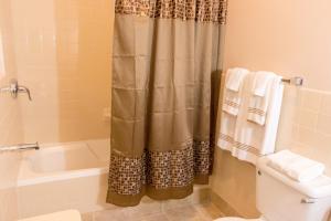 A bathroom at The Durban Hotel Guyana INC.