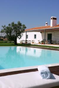Het zwembad bij of vlak bij Herdade da Malhadinha Nova - Relais & Châteaux