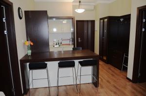 Кухня или мини-кухня в Горки Город Апартаменты