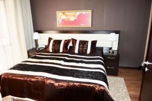 Кровать или кровати в номере Горки Город Апартаменты