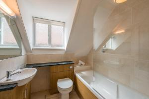A bathroom at Colwall Park - Hotel, Bar & Restaurant