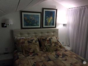 Cama ou camas em um quarto em Condomínio Armazém Da Vila - apt 03