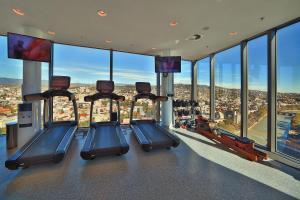 Das Fitnesscenter und/oder die Fitnesseinrichtungen in der Unterkunft Radisson Blu Iveria Hotel