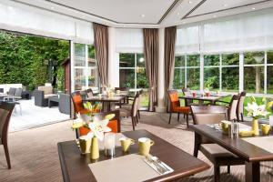 A restaurant or other place to eat at Leonardo Hotel Aachen