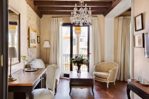 A seating area at Hotel Casa 1800 Sevilla