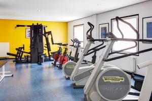 Het fitnesscentrum en/of fitnessfaciliteiten van IntercityHotel Frankfurt Airport