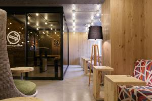 A restaurant or other place to eat at Booth Netcafe & Capsule