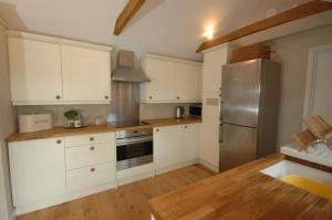 A kitchen or kitchenette at River Cottage
