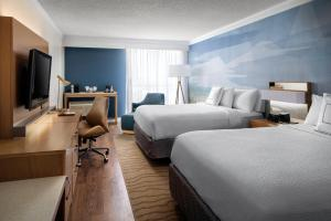 A room at Courtyard by Marriott Long Beach Downtown